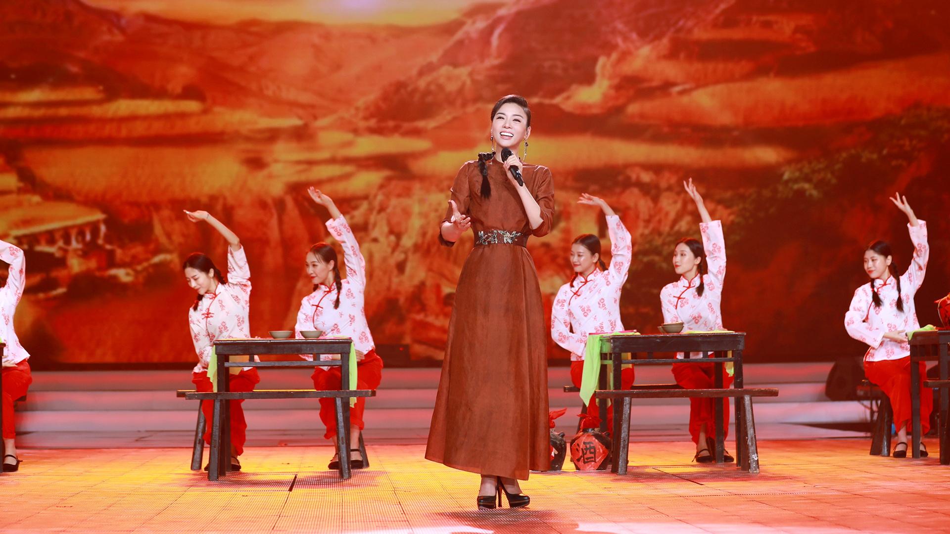 霍尊献唱朝鲜号子热闹欢腾,刘力扬化身DJ打碟燃炸全场