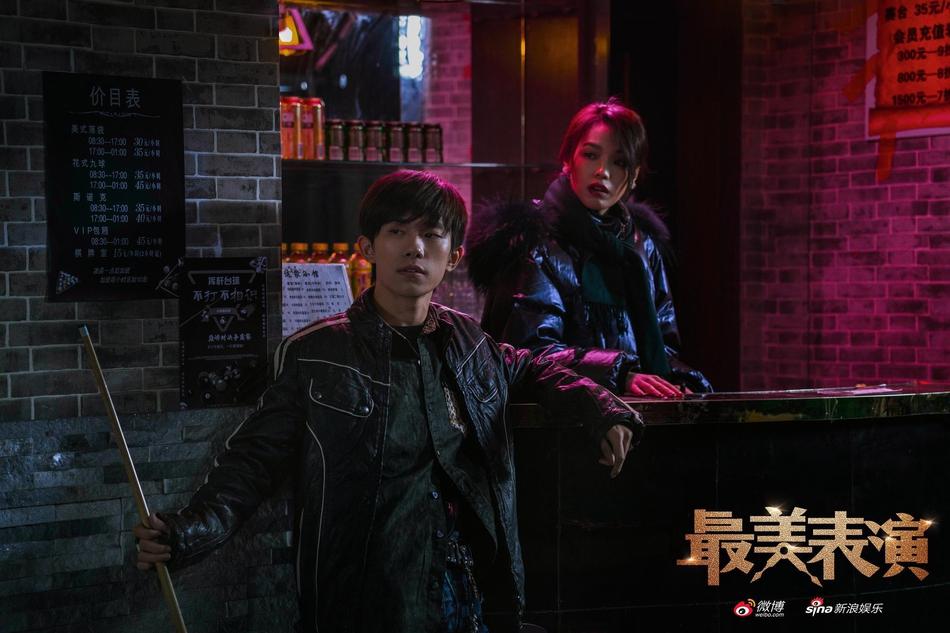 易烊千玺2019最美表演剧照曝光 小镇少年上演眼神杀