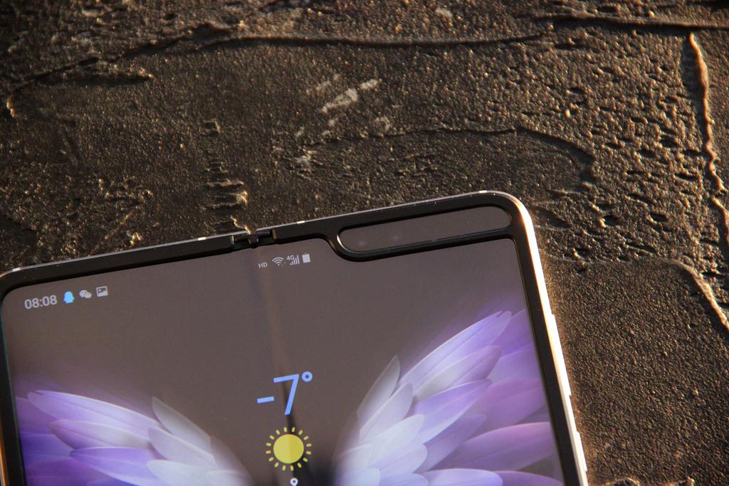 """心系天下三星W205G感受:集""""折叠屏 5G""""于一身的型号"""