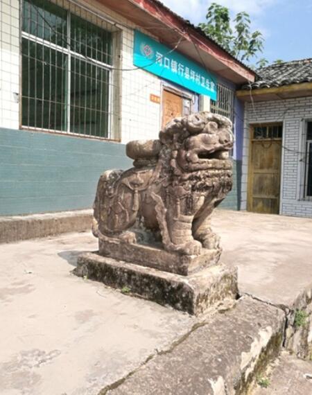 """重达3吨!村委会门口百年石狮被盗 警方悬赏万元""""寻狮"""""""