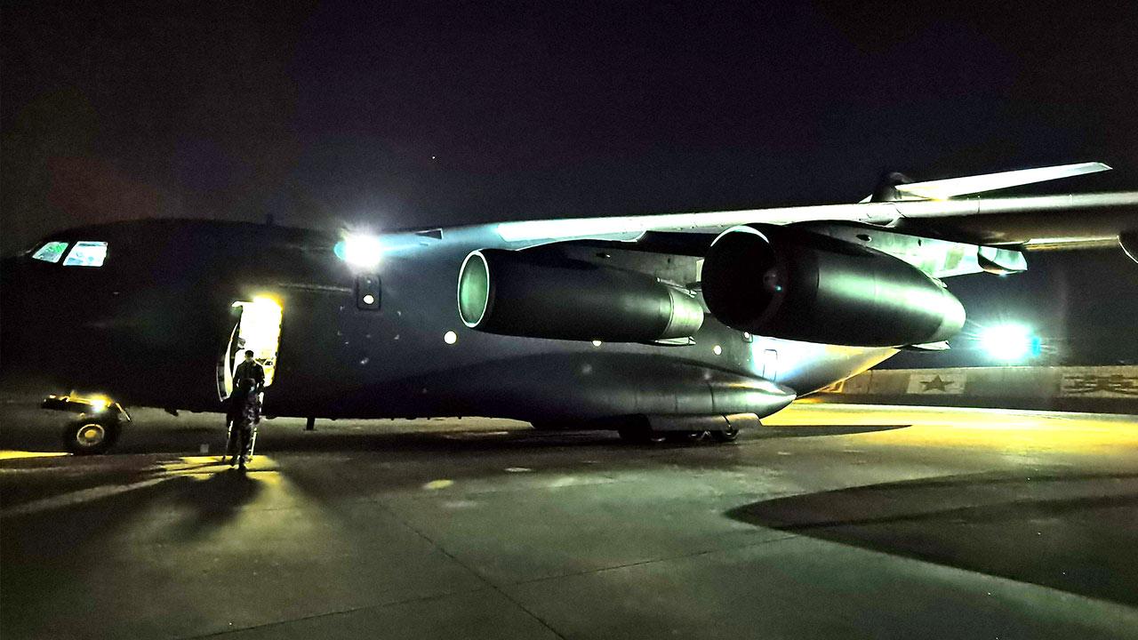 军队支援湖北医疗队再出发,运-20再次起飞