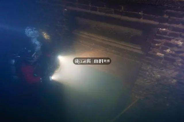 """4年700次下潜千岛湖,杭州男子水下拍到神秘""""绝美古村"""""""