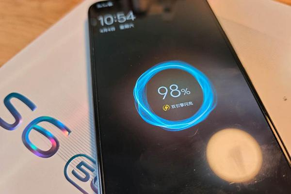 5G小清新vivo S6真实体验:外观颜值没得说 自拍功能令人折服