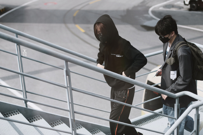 「Justin」「新闻」200502 Justin今日机场look 早起的炸毛宝宝真的很困