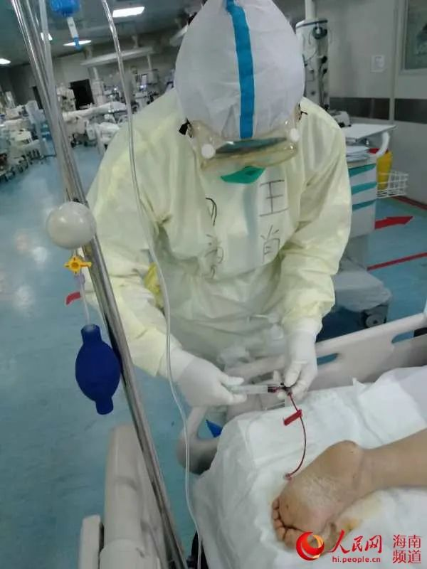 """「新时代最可爱的人」急诊科护理师王肖:""""我们能做的就是尽心尽力护理患者"""""""