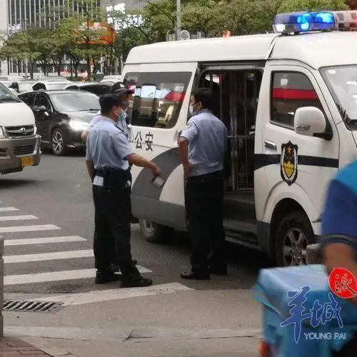 """广集县二裸女街头性侵生疏女儿性,还高喊""""它就是我的媳妇儿!"""",被公安局现场工作制服"""