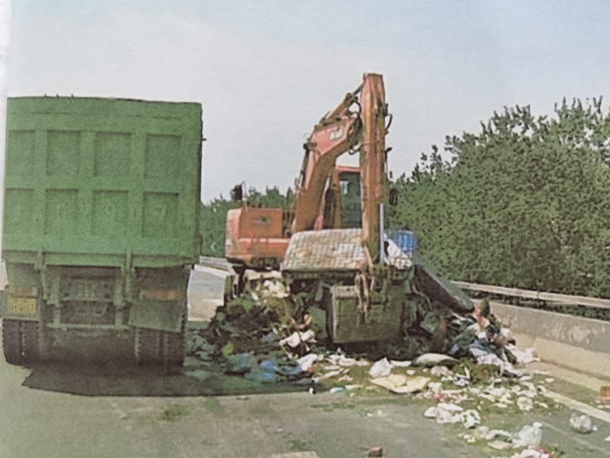 北京高速公路上倾倒10吨垃圾,一货车司机获刑3年