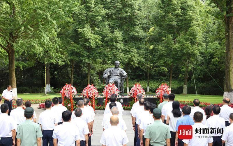 四川广安举行邓小平同志诞辰116周年献花仪式
