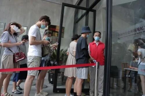上海這堵佈滿彈孔的高牆,就是當年戰鬥的見證!電影《八佰》熱映,四行倉庫火了→