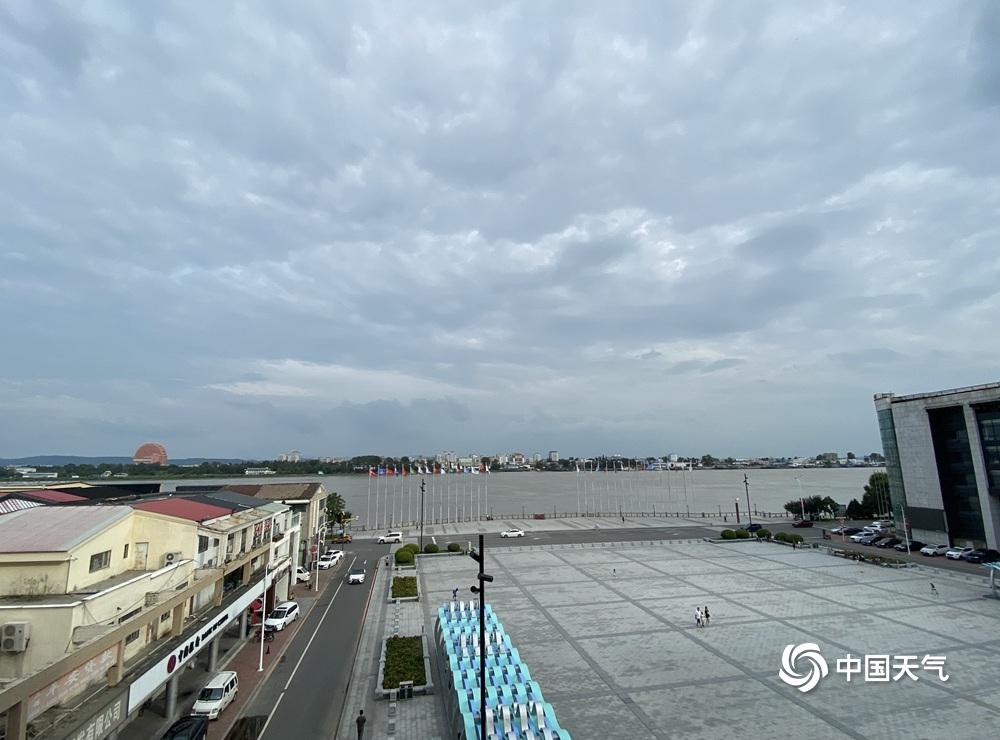 """台风""""巴威""""逼近辽宁 丹东鸭绿江断桥景区已关闭"""