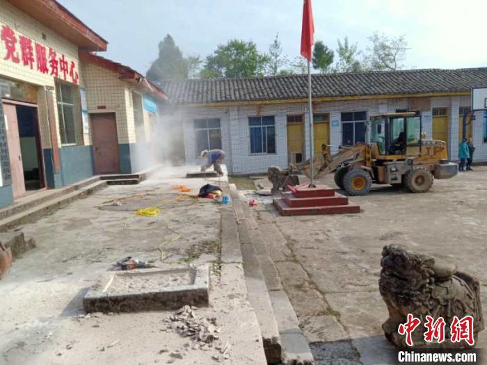 四川万源一村委会3吨重百年石狮被盗:嫌疑人被抓获