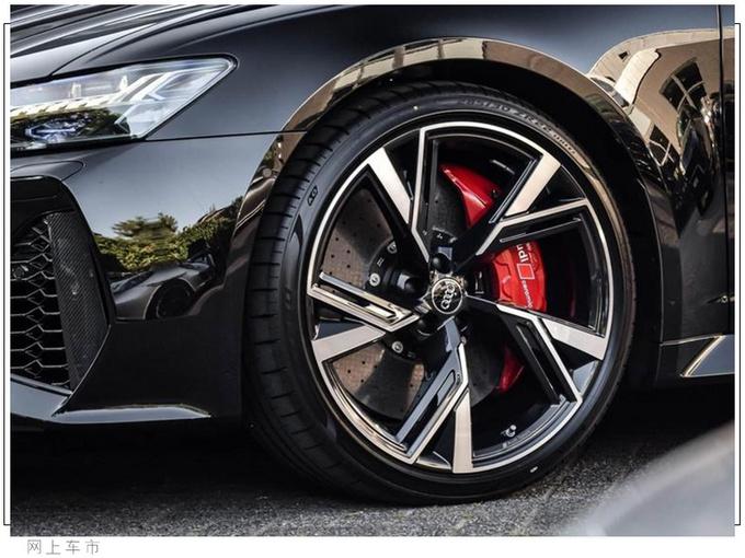 奥迪全新RS 6实车街拍!动力超宝马M5,搭4.0T+四驱,3.6秒破百