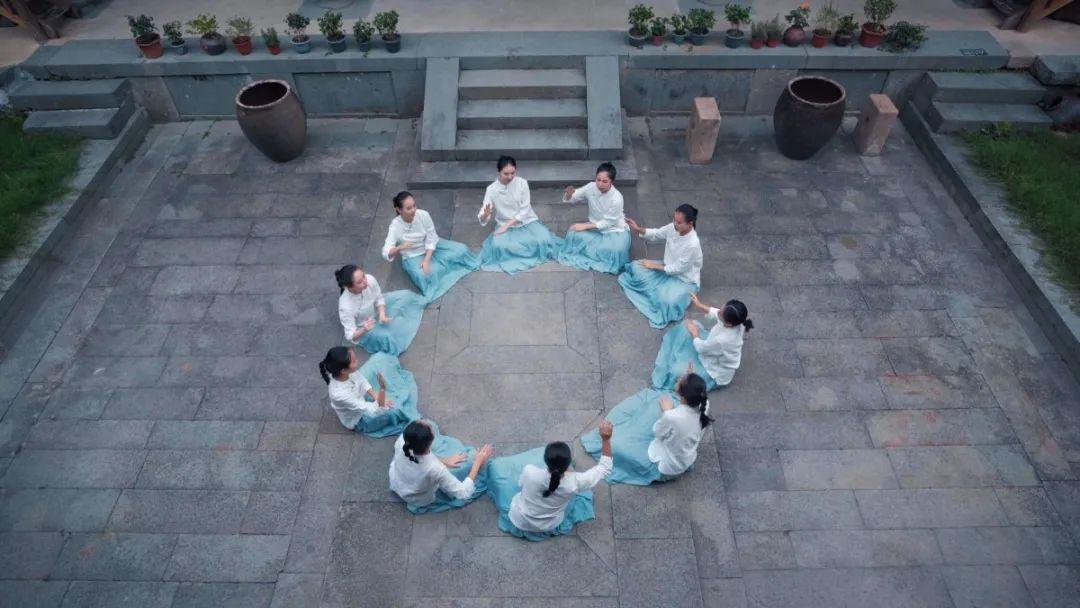 厦门六中合唱团应邀演唱第七次全国人口普查推广曲《我在这里长大》