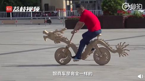 惊呆了!男子几万根雪糕棍做腾龙自行车