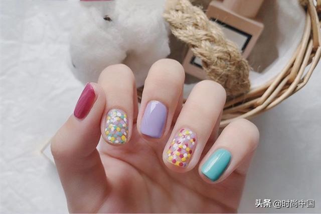 """时尚中国丨温柔有气质,高级御姐范儿,美甲也要随""""季""""而变"""