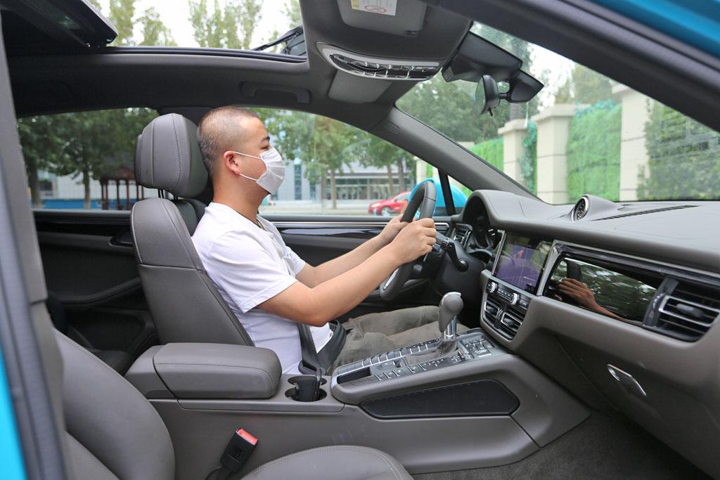 牛X评测:高性能SUV赢在尺寸?保时捷Macan S:谁说我是进口Q5