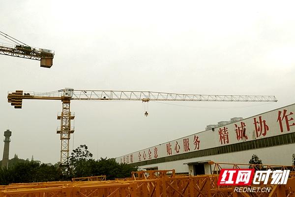 江麓集团完成新型平头塔机研制 签订销售合同近5000万元