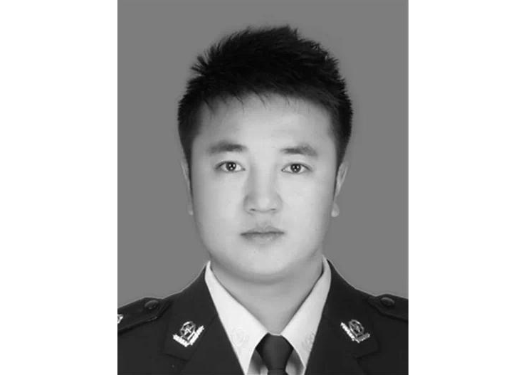送别!遭越野车恶意二次碾压拖行,内蒙古一交警执勤时不幸殉职,年仅32岁