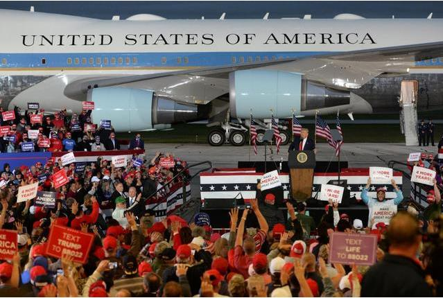 为什么不戴口罩?特朗普竞选集会参与民众:因为没有新冠啊