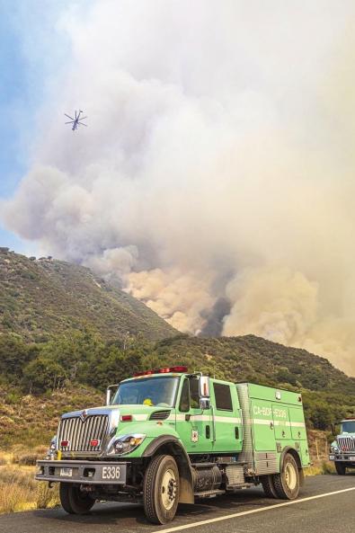 美西部山火已造成至少31人死亡,是天灾还是人祸?