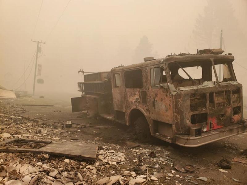 美国底特律山火过境市政厅等烧毁,失去房子市民称如炸弹轰炸