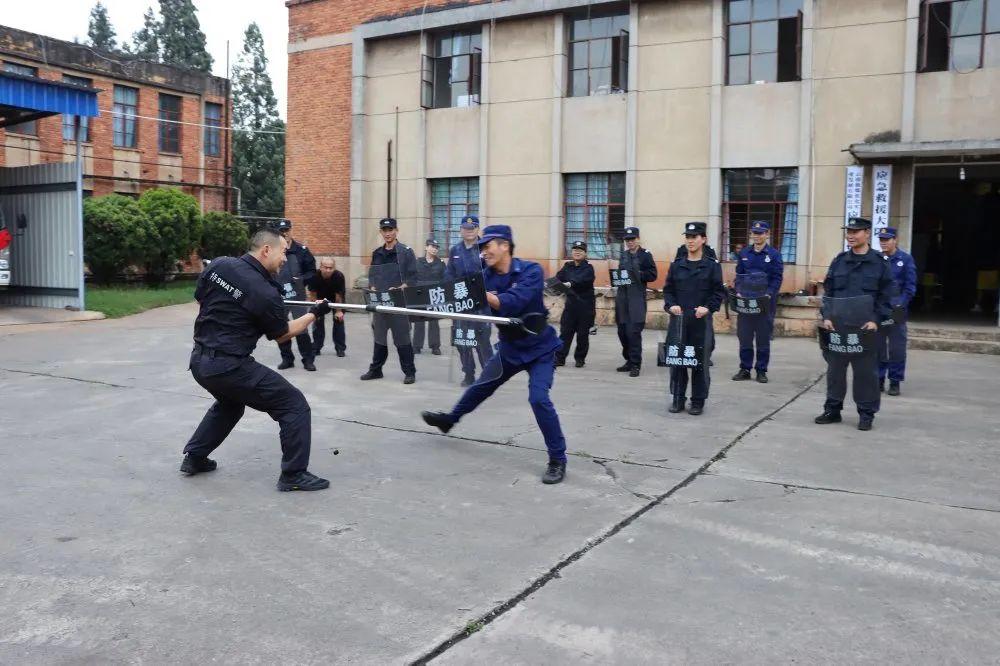 """教育整顿·治庸·铁军丨沾益警方开展""""警企联合""""应急演练"""
