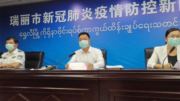 云南瑞丽开展全员核酸检测 全市城区人员居家隔离