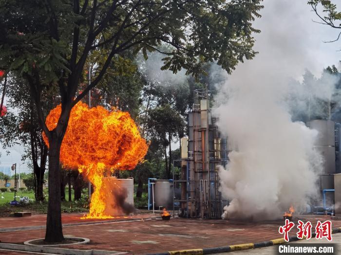 广州举行重要经济目标防护演练