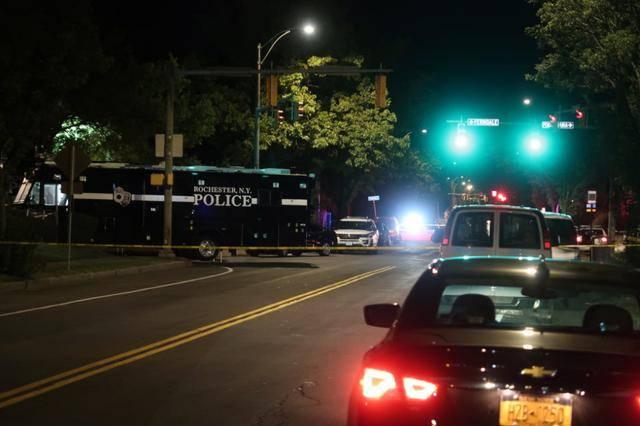 美国纽约州枪击案已致2人死亡,事发民宅百余人正举行违规派对