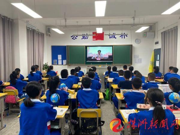 澳门网上赌搏:聆听战斗故事 缅怀革命先烈