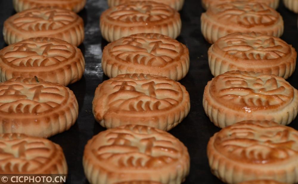 湖北保康:传统手工月饼生产加工忙