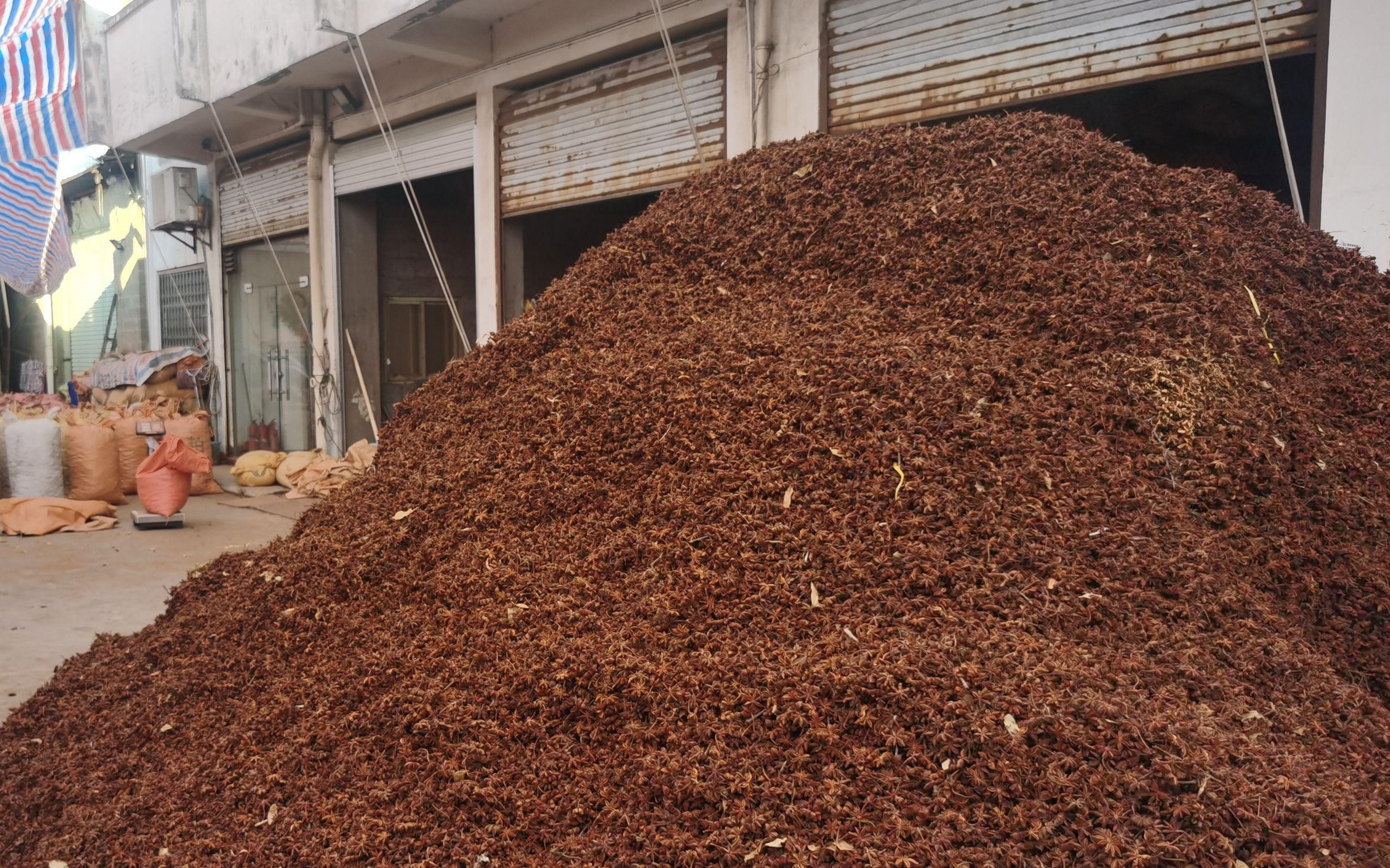广西市场监管部门对高峰市场硫磺八角开展专项检查,查封141吨