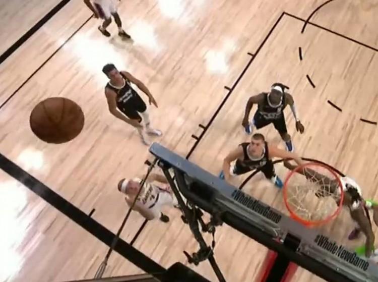 【影片】想要複製Rondo?「禿曼巴」籃板後側負角度拋投,直接出界…