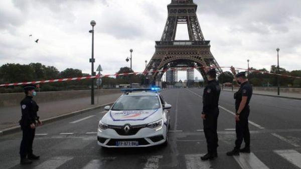 """巴黎埃菲尔铁塔又遭疑似""""炸弹威胁"""",游客一度被疏散"""