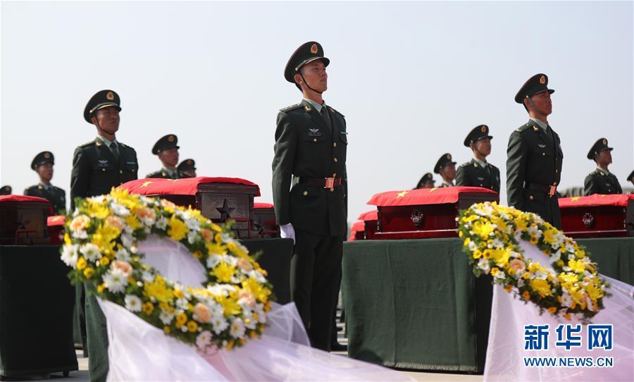 英雄,祖国接你们回家――第七批在韩志愿军烈士遗骸迎接安葬记