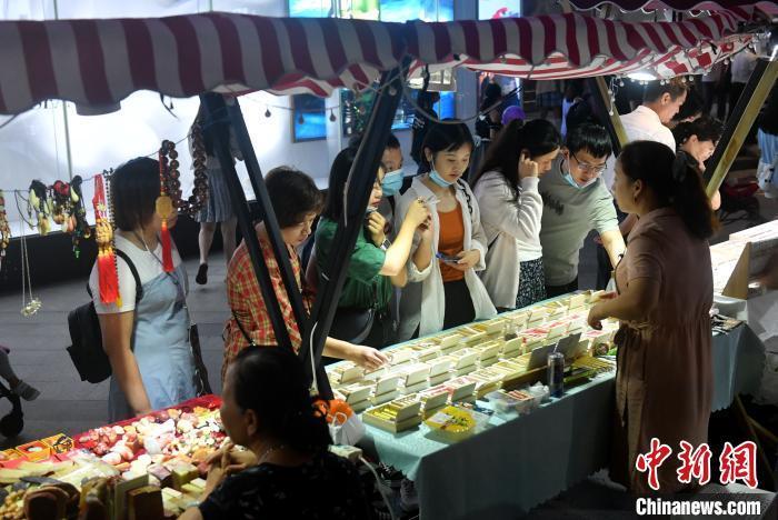 国庆长假前三天 全国购物中心总客流数达3.05亿人次