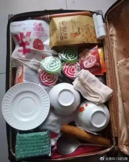国庆中秋假期已过半,不少人踏上返程,后备箱又被妈妈塞满了