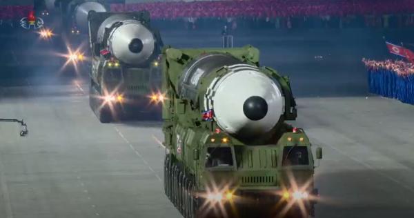 朝鲜展示最新型弹道导弹,比火星15更大