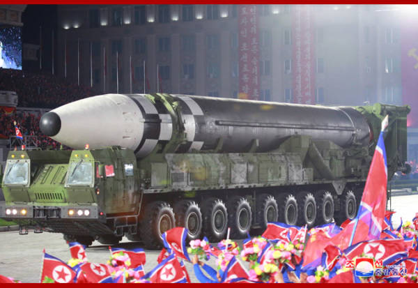 观察者网一周军评:震撼世界的朝鲜阅兵