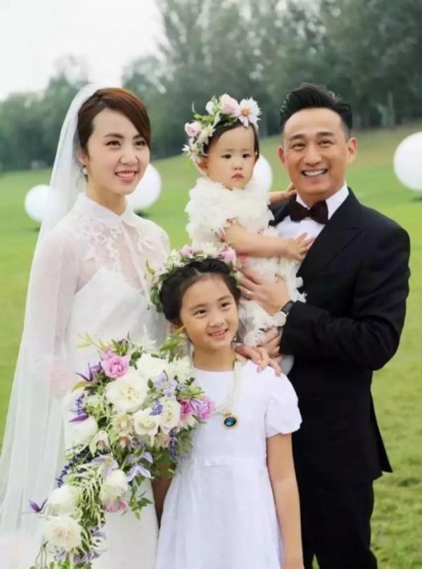 """相愛25年,黃磊稱妻子為""""孫姑娘"""",還要再辦一場婚禮"""