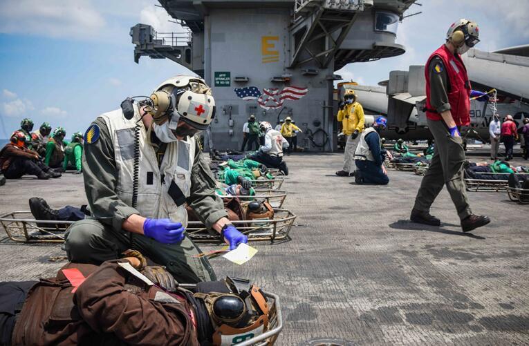 """美国海军生日当天 美军驱逐舰与日本准航母在南海联演""""秀亲密"""""""