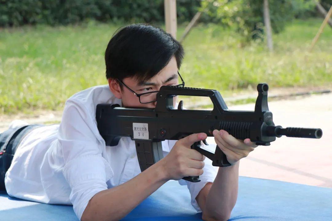 湖北第二师范学院模拟激光打靶 助力国防教育