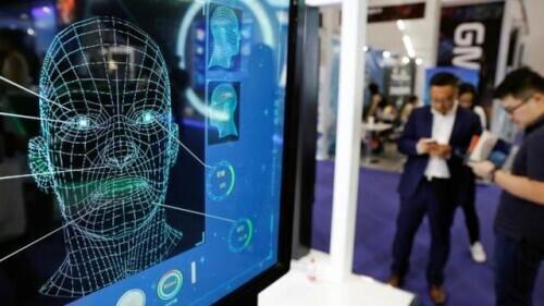 """谷歌前总裁:美国必须""""不惜一切代价""""在人工智能研发上击败中国"""