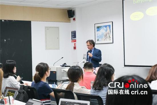 意大利前经济发展部副部长杰拉奇重回中国大学讲台