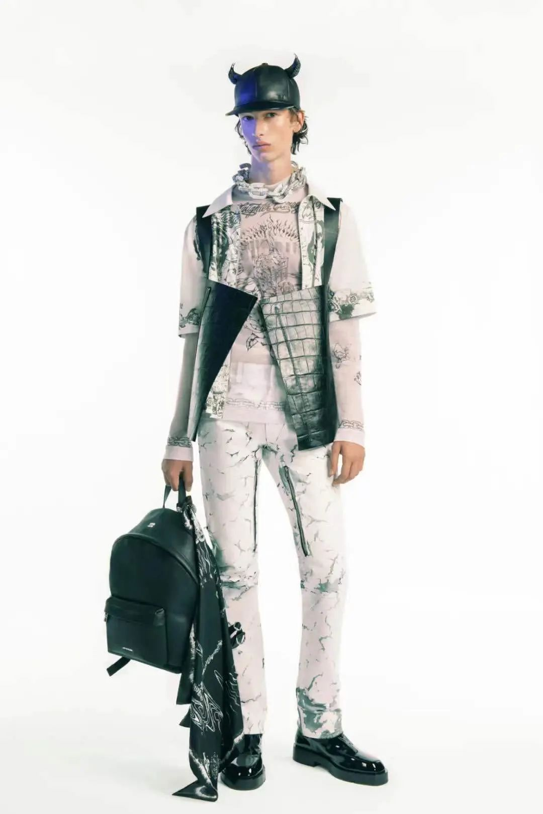 Givenchy | 半个时尚圈来打call,他也太有排面儿了
