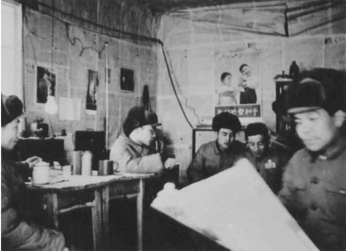 70年前,在敌机轰炸中发稿的新华社编辑部