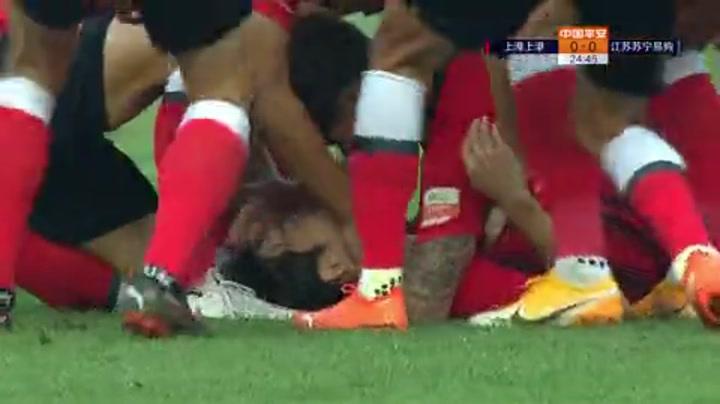 争冠组-罗竞加时世界波制胜 十人苏宁总比分3-2上港进决赛