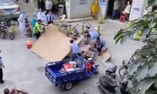 东莞一男子坠楼砸中快递员,两人均身亡,网友:快递员太冤了