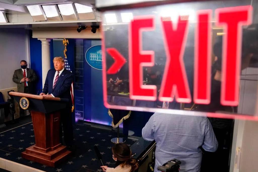 [转帖]特朗普下台后做什么?美媒已安排得明明白白 特朗普被保镖带下台