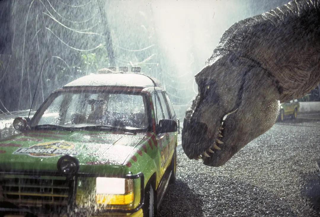 美高尔夫球场惊现巨型鳄鱼,正悠闲漫步,网友:侏罗纪公园安保不力